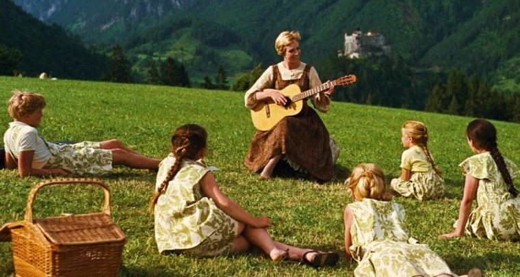sound-of-music-maria-and-guitar